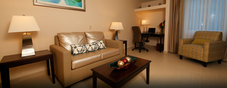 Hotel DoubleTree by Hilton Hotel Panama City - El Carmen, Panamá - Sala de estar de la suite