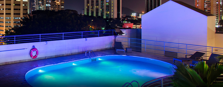 Hotel DoubleTree by Hilton Hotel Panama City - El Carmen, Panamá - Piscina al aire libre