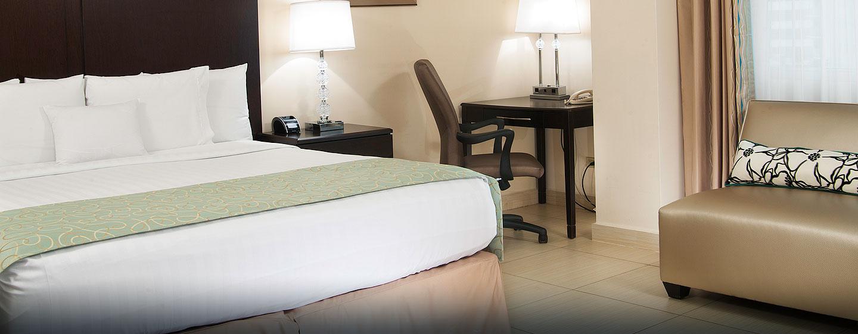 Hotel DoubleTree by Hilton Hotel Panama City - El Carmen, Panamá - Habitación con cama king