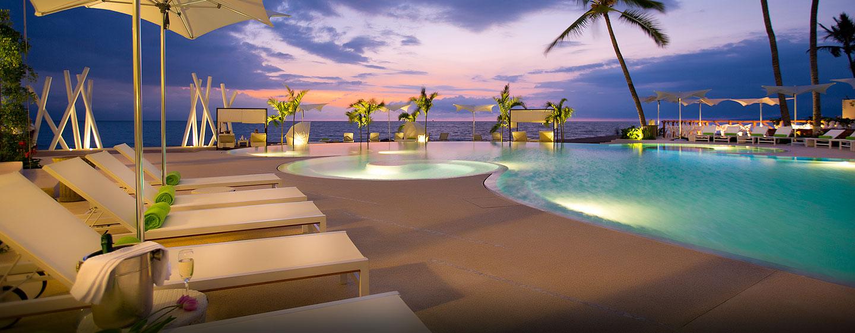 Hilton Puerto Vallarta Resort, Jalisco, México - Atardecer junto a la piscina