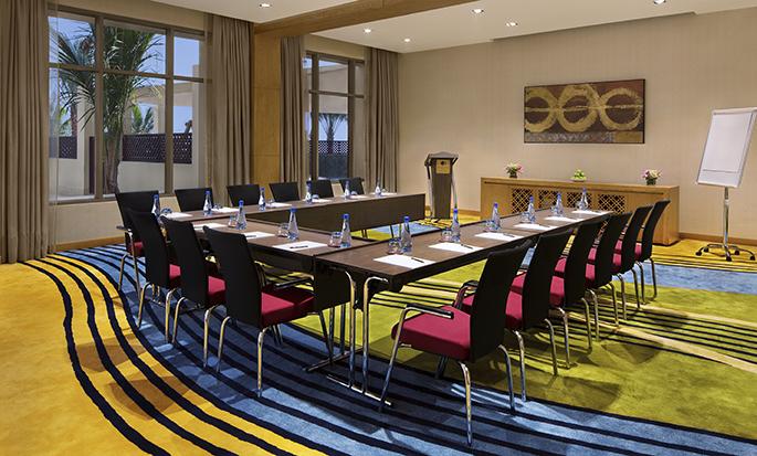 DoubleTree by Hilton Resort & Spa Marjan Island, Ras Al Khaimah, VAE – Meetingraum mit Bestuhlung in U-Form