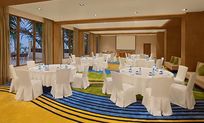 DoubleTree by Hilton Resort & Spa Marjan Island, Ras Al Khaimah, VAE – Meetingraum mit Theaterbestuhlung