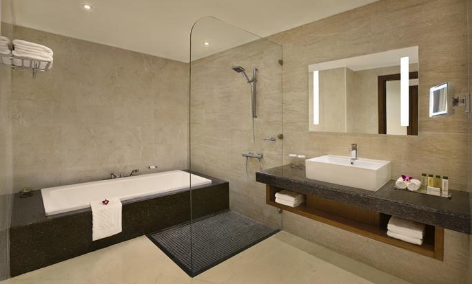 DoubleTree by Hilton Resort & Spa Marjan Island, Ras Al Khaimah, VAE - Badezimmer eines Deluxe Zimmers