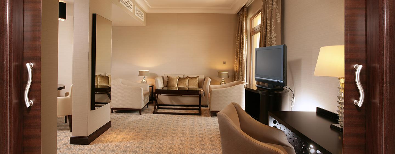 Die Executive Suite verfügt über ein großes Wohnzimmer mit stilvoller Einrichtung