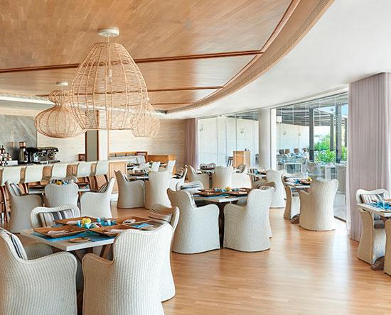 Waldorf Astoria Ras Al Khaimah -hotelli, Yhdistyneet arabiemiirikunnat – Azure-allasbaari