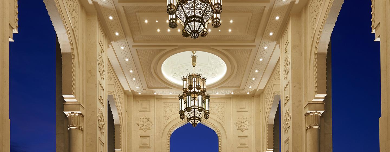 Waldorf Astoria Ras al Khaimah -lomahotelli, Yhdistyneet arabiemiirikunnat – aito Waldorf-palvelun tasoinen tervetulotoivotus