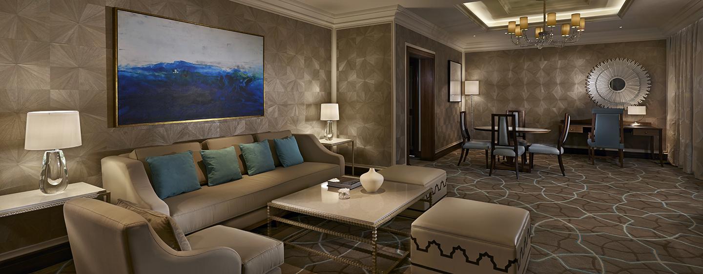 Waldorf Astoria Ras Al Khaimah -hotelli, Yhdistyneet arabiemiirikunnat – Parivuoteellinen tornisviitti, olohuone