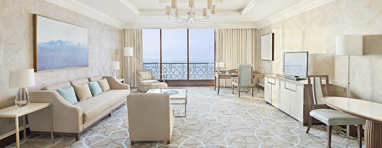 Waldorf Astoria Ras Al Khaimah -hotelli, Yhdistyneet arabiemiirikunnat – Parivuoteellinen tornisviitti parvekkeella