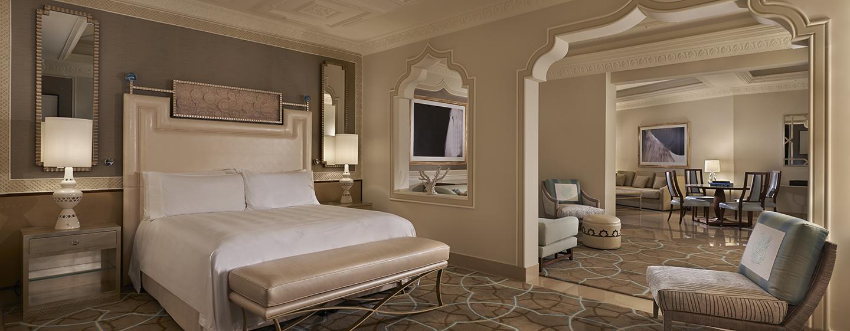 Die Grand Junior Suite bietet Ihnen viel Platz und eine silvolle Möbelierung