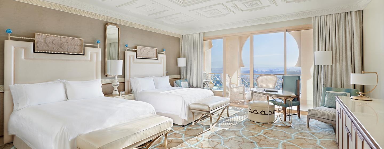 Waldorf Astoria Ras Al Khaimah -hotelli, Yhdistyneet arabiemiirikunnat – Queen Deluxe -huone parvekkeella, näköala Arabianlahdelle