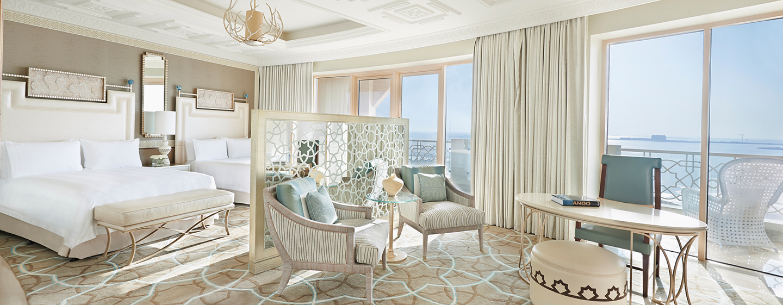 Waldorf Astoria Ras Al Khaimah -hotelli, Yhdistyneet arabiemiirikunnat – Queen Deluxe-huone merinäköalalla ja parvekkeella