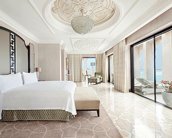 Waldorf Astoria Ras Al Khaimah -hotelli, Yhdistyneet arabiemiirikunnat – parivuoteellinen Imperial -sviitti näköalalla ja parvekkeella