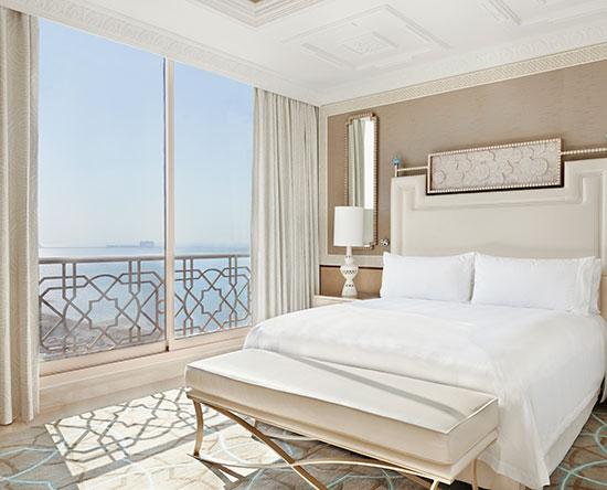 Waldorf Astoria Ras Al Khaimah -hotelli, Yhdistyneet arabiemiirikunnat – parivuoteellinen yhden makuuhuoneen sviitti näköalalla