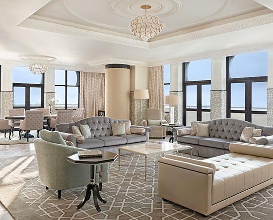 Waldorf Astoria Ras Al Khaimah -hotelli, Yhdistyneet arabiemiirikunnat – parivuoteellinen Royal-sviitti näköalalla ja parvekkeella