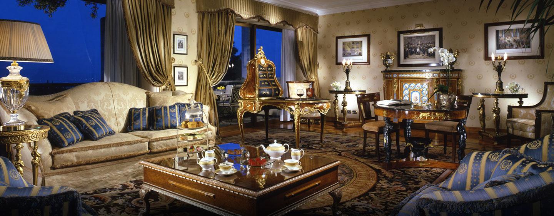 Die wunderschöne Suite ist mit Kunst aus dem 18. Jahrhundert dekoriert