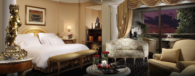 Der Ausblick auf der großen Suite mit bequemen Sofa und Schreibtisch wird Sie begeistern