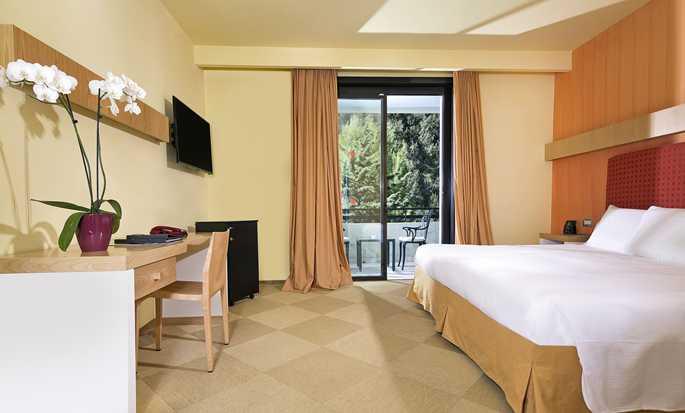 Hilton Sorrento Palace, Italien – Hilton Zimmer mit King-Size-Bett