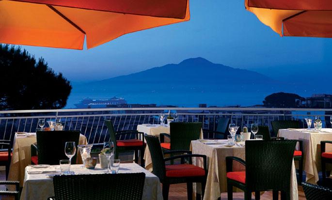 Hôtel Hilton Sorrento Palace, Italie - Terrasse du restaurant Sorrento