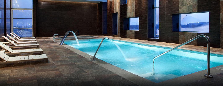 Hoteles en santiago chile hotel hilton garden inn en el for Piscina hotel w santiago