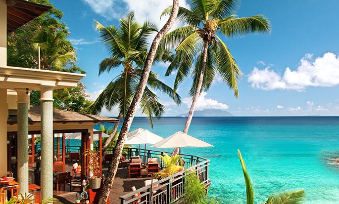 Hôtel Hilton Seychelles Northolme Resort and Spa - Bar et restaurant avec vue sur l'océan
