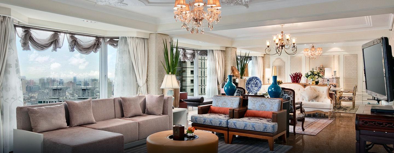 Die helle Präsidenten Suite empfängt Sie mit viel Platz und schön eingerichteten Wohn- und Essbereich