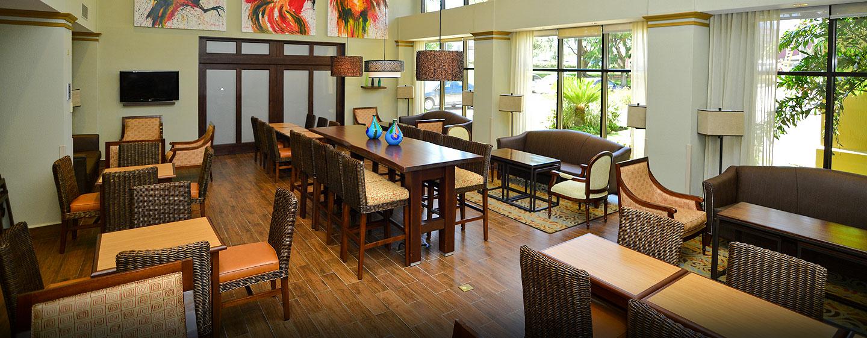 Hotel Hampton Inn & Suites by Hilton San José-Airport, Costa Rica - Mesas para desayuno