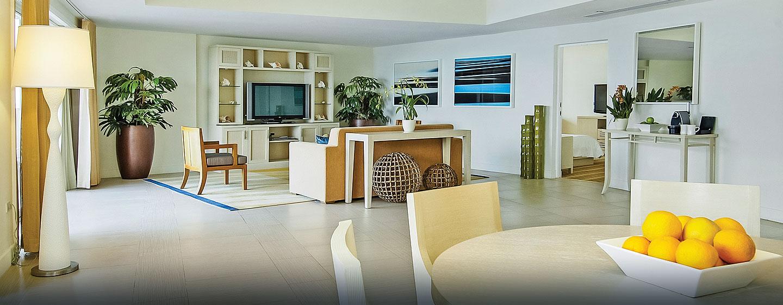 El Conquistador, un resort de Waldorf Astoria, Fajardo, Puerto Rico - Sala de estar de la suite