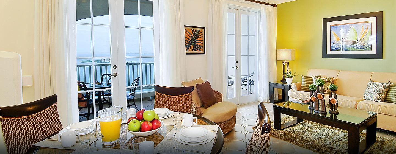 Las Casitas, a Waldorf Astoria Resort, Fajardo, Puerto Rico - Sala de estar de la suite con vista al mar