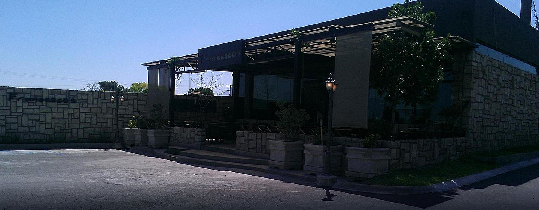 Hotel DoubleTree Suites by Hilton Saltillo, Coahuila, México - Restaurante italiano Francesco's