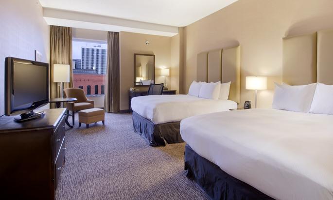 Hôtel Hilton Saint John, NB, Canada - Chambre avec deux grands lits et vue sur la ville