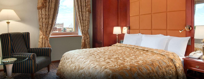 Das elegante Schlafzimmer in der Präsidenten Suite des Hotels läd zum entspannen ein