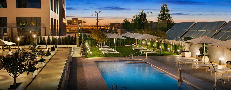 Hoteles en sevilla hilton garden inn sevilla sevilla for Gimnasio piscina sevilla