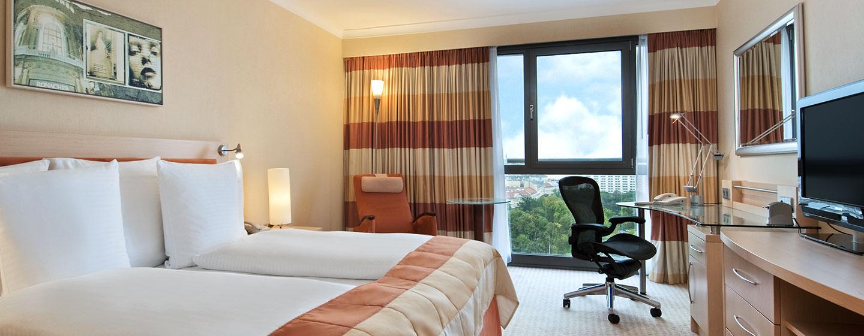 Hotel Hilton Vienna, Austria - Camera con letto King size e vista sulla cattedrale