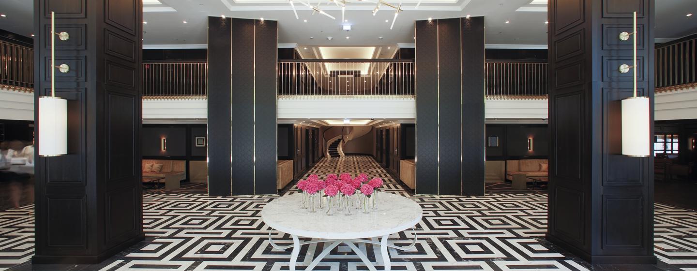 Der prungvolle Eingangsbereich begeistert mit individuellem Design