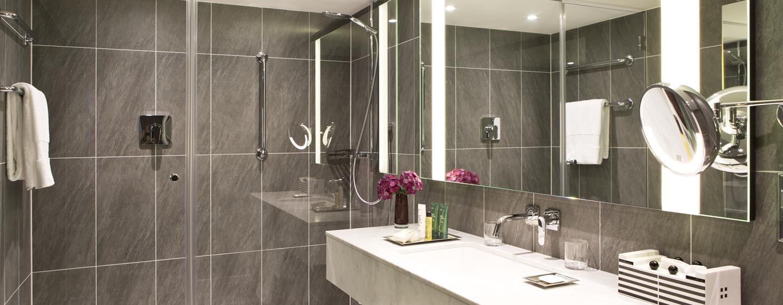 Im Badezimmer stehen für Sie diverse Pflegeprodukte bereit