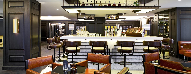 Treffen Sie sich mit Freunden oder Kollegen zu einem leckeren Drink in der Bar