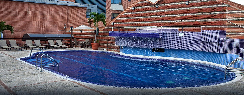 Hotel Embassy Suites by Hilton Valencia-Downtown, Venezuela - Vista alternativa de la piscina