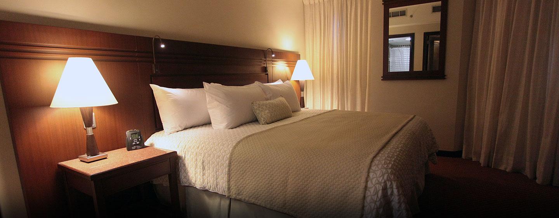 Hotel Embassy Suites by Hilton Valencia-Downtown, Venezuela - Dormitorio de la suite con cama king