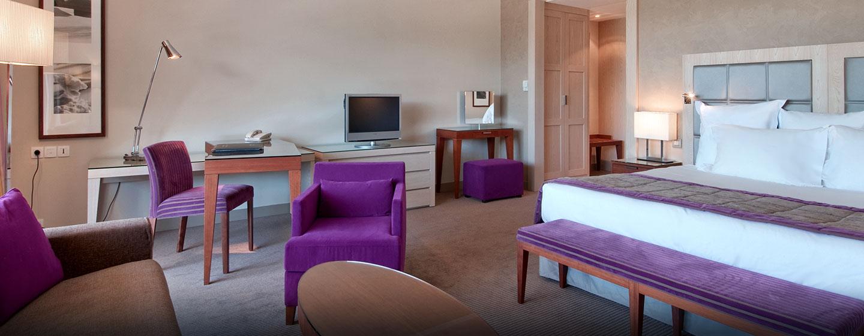 Hôtel Hilton Evian-les-Bains, France - Suite junior avec très grand lit