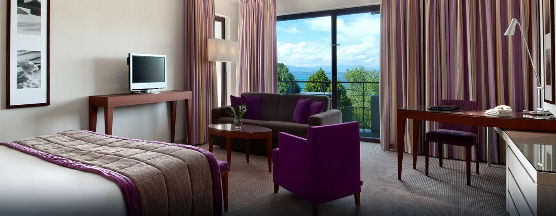 Hôtel Hilton Evian-les-Bains, France - Suite supérieure avec très grand lit