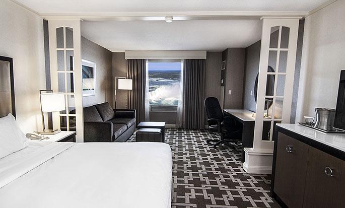 Hôtel Hilton Niagara Falls Fallsview - Chambre standard avec un grand lit
