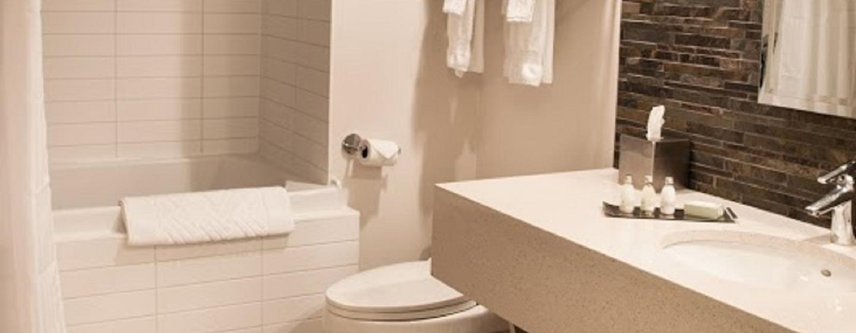 Hôtel DoubleTree by Hilton Gatineau-Ottawa, Canada - Salle de bains standard