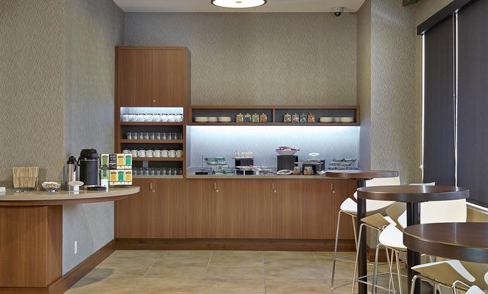 DoubleTree by Hilton Hotel & Conference Centre Regina - Cafe Area