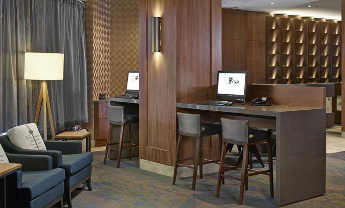 DoubleTree by Hilton Hotel & Conference Centre Regina - Business Center