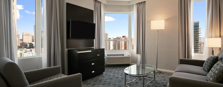 Hôtel DoubleTree by Hilton Hotel Toronto Downtown - Salle de séjour d'une suite