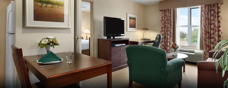 Hôtel Homewood Suites by Hilton Toronto-Mississauga - Salle de séjour d'une suite