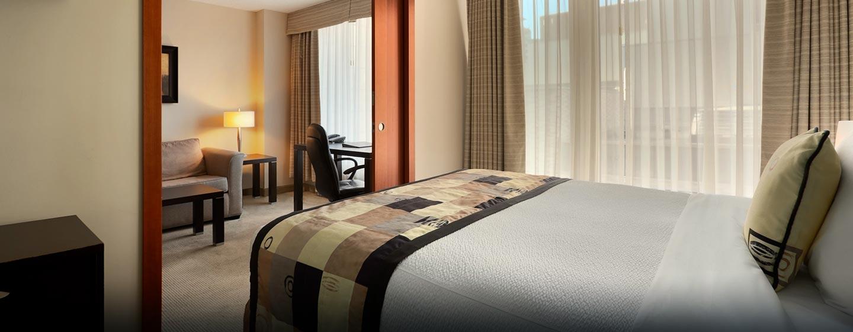 Hôtel Embassy Suites by Hilton Montreal, QC, Canada - Chambre avec très grand lit