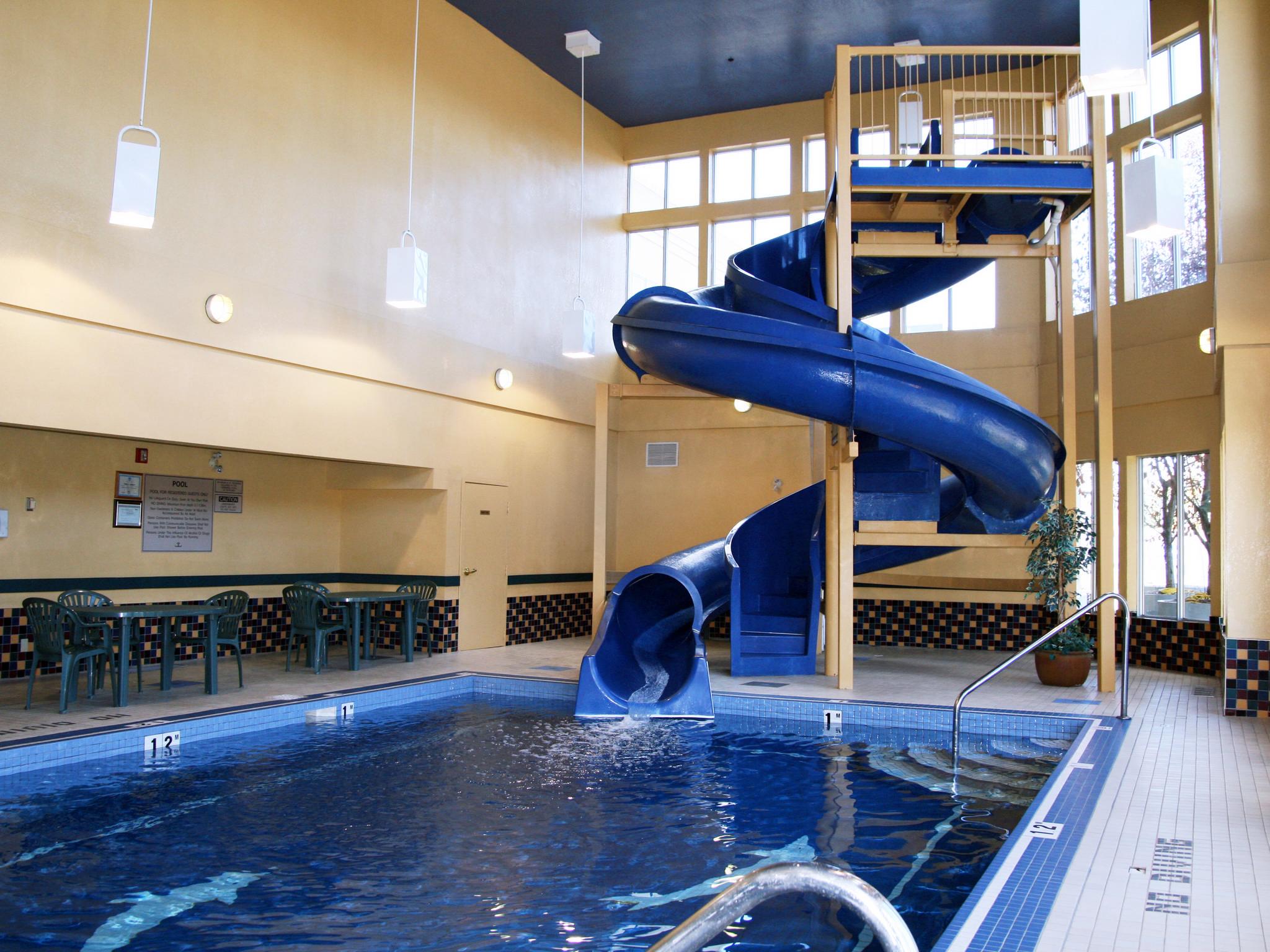 Hôtel Hampton Inn & Suites By Hilton Calgary-University Northwest, Alb., Canada - Tobogan aquatique