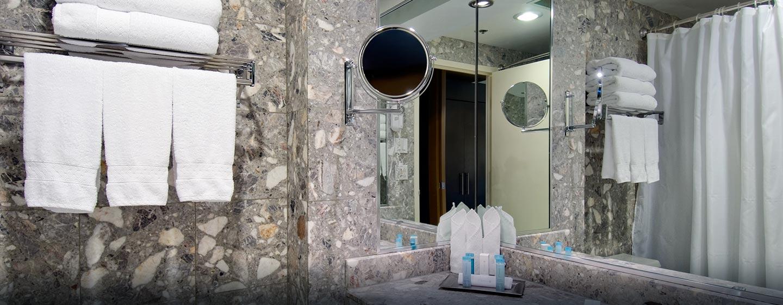 Hôtel Hilton Toronto Markham Suites Conference Centre & Spa, ON, Canada - Salle de bains en marbre