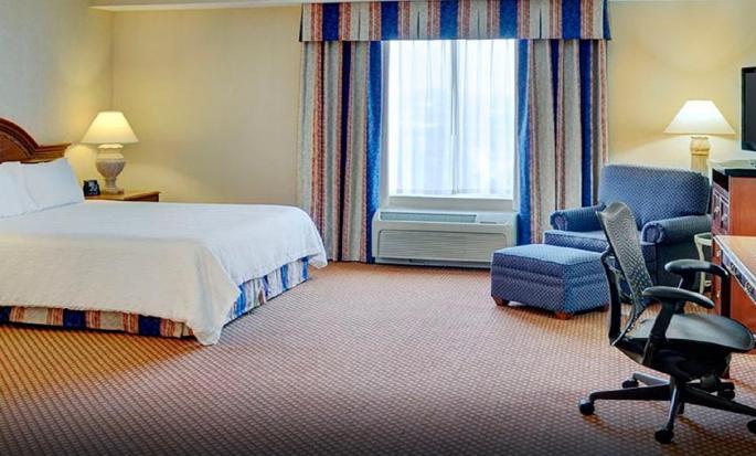 Hôtel Hilton Garden Inn Kitchener Cambridge, Canada - Chambre avec très grand lit et bain à remous